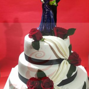 Loveable cake with ceramic couple